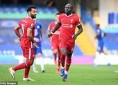 VAR 'đổi vàng thay đỏ', Chelsea thua Liverpool đau đớn