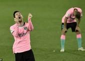 Barcelona nguy cơ phá sản, Messi có giảm lương cứu CLB?