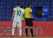 Messi lên tiếng phản ứng vì bị VAR tước bàn thắng