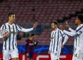 Ronaldo tỏa sáng, Juventus hạ Barca chiếm ngôi đầu