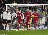 Đối thủ sẩy chân, Liverpool vẫn không thể chiếm lại ngôi đầu