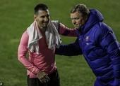 Koeman giận dữ đòi đuổi việc người gây tổn hại cho Messi