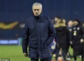 Fan Tottenham giận dữ đòi xử lý HLV Mourinho