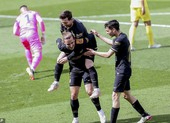 Griezmann lập 'cú đúp' Barcelona ngược dòng hạ Villarreal