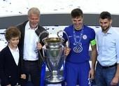 Tỉ phú Abramovich ăn mừng ngôi vô địch cùng Chelsea