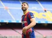 Aguero ra mắt Barcelona, sốc với giá mua đứt