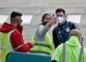 Messi hốt hoảng vì sân bay bị dọa đánh bom