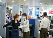 Quá cảnh ở nước có dịch bị từ chối nhập cảnh tại Tân Sơn Nhất