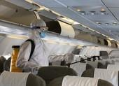 Cận cảnh khử trùng máy bay tại Tân Sơn Nhất