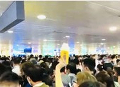 Ùn tắc kinh hoàng tại khu soi chiếu sân bay Tân Sơn Nhất