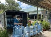 Cung cấp hàng ngàn bình nước cho bệnh viện dã chiến, khu phong tỏa