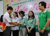 Sinh viên nghèo được tặng vé xe về quê ăn tết