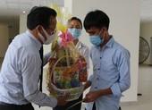 Sinh viên đón tết xa nhà được tặng quà, nhận lì xì tiền triệu