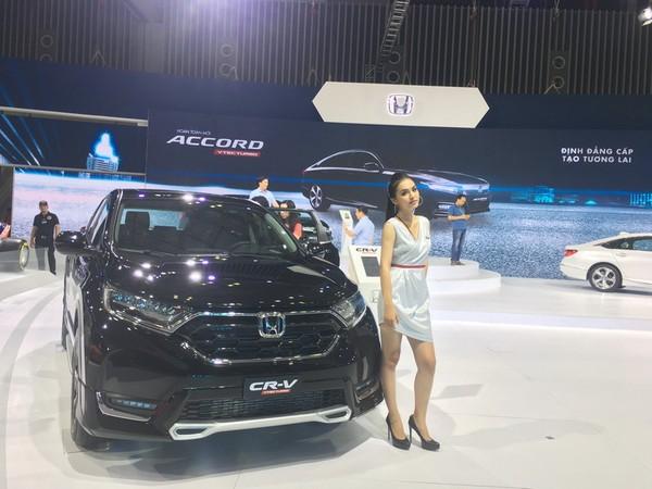 Mẫu Honda CR-V cũng được giảm giá khủng dịp cuối năm.