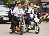 Điều khiển xe đạp gấp có phải đội mũ bảo hiểm?
