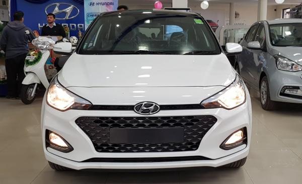 Hyundai Elite i20 vừa được ra mắt với 4 biến thể tại Ấn Độ.