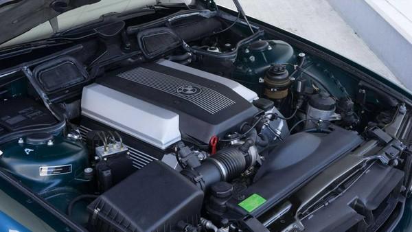 So với năm 1998, hệ thống động cơ được trang bị trên chiếc xe này khá