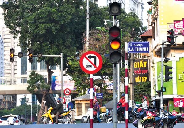 Quy chuẩn kỹ thuật mới quy định về tài xế di chuyển khi đèn vàng.