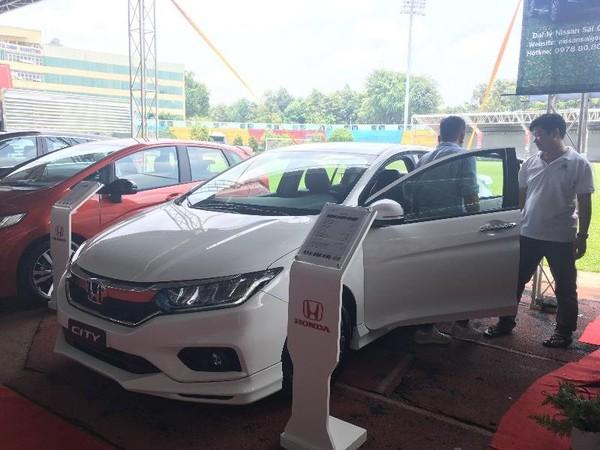 Giá bán ô tô còn phụ thuộc vào nhiều yếu tố.