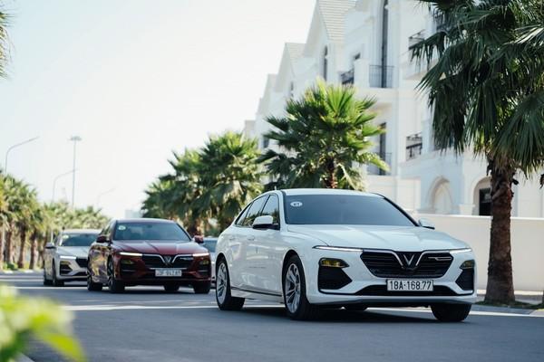 VinFast là hãng xe đầu tiên áp dụng hỗ trợ lệ phí trước bạ cho khách hàng mua xe.