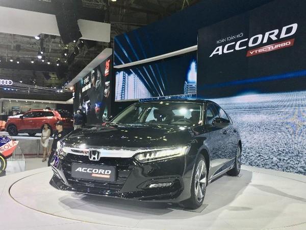 Khách hàng đặt cọc nhiều dòng xe Honda để hưởng lợi từ giảm lệ phí trước bạ.