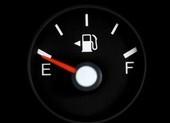 Để xăng cạn kiệt, ô tô bị phá huỷ theo cách không thể ngờ