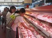 Giá heo hơi giảm rồi lại tăng, thịt bán lẻ vẫn cao ngất ngưởng