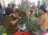 Cận cảnh lò bánh ú tro Sài Gòn rực lửa ngày tết Đoan Ngọ