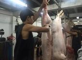 Giữa đêm kiểm tra 'lý lịch' heo vào chợ tại TP.HCM