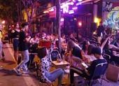 Các beer club tràn ra đường Phạm Văn Đồng