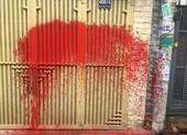 1 nữ giám đốc bị 'khủng bố' bằng tin nhắn, nhà bị tạt sơn