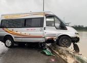 Tai nạn liên hoàn, xe khách suýt rơi xuống cầu Trà Khúc