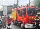 Nhà kho bốc cháy dữ dội tại quận Thủ Đức