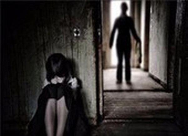 Xem camera, người mẹ phát hiện con gái bị dâm ô tại nhà