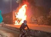 Container cháy trên quốc lộ 22, tài xế thoát chết