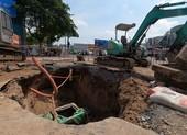Đổ đất cát lấp hố khổng lồ ở đường Phan Văn Trị