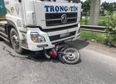 TP Thủ Đức: Xe container rẽ phải tông tử vong người đi xe máy