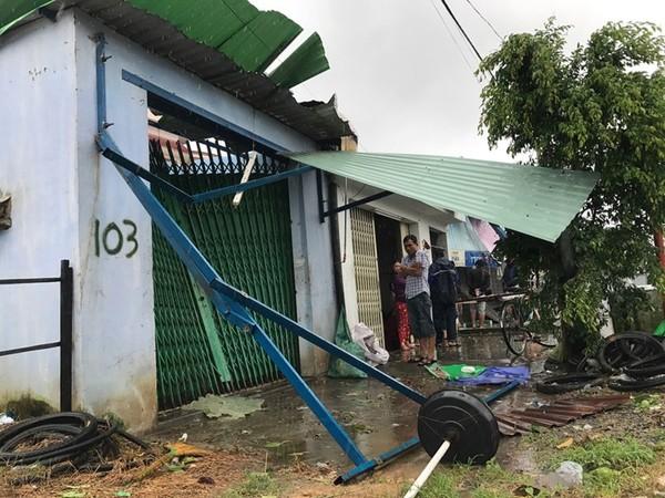 Cam Lâm, Diên Khánh tan hoang trong bão - ảnh 1