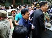 Cựu viện phó Nguyễn Hữu Linh đang hầu tòa