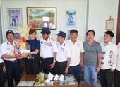 Tặng quà tết cho 14 gia đình thương binh, liệt sĩ Trường Sa