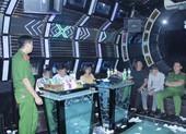 12 nam nữ thuê phòng VIP bay lắc trong quán karaoke