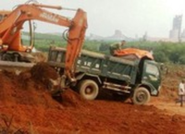 Kỷ luật chủ tịch xã để khai thác đất bán cho nhà máy xi măng