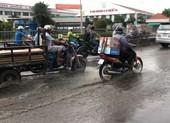 Quốc lộ 13 ngập chìm trong nước sau cơn mưa nhỏ
