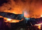 Cháy nhà kho trong đêm, thiệt hại hàng tỉ đồng