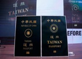 Bị nhầm với người Trung Quốc đại lục, Đài Loan đổi hộ chiếu