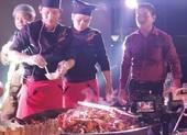Chảo cua rang me khổng lồ trong đêm biểu diễn ẩm thực Cà Mau