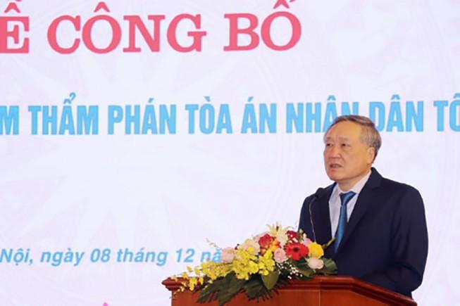 Chánh án TAND tối cao Nguyễn Hòa Bình phát biểu tại buổi lễ trao quyết định. Ảnh: TANDTC