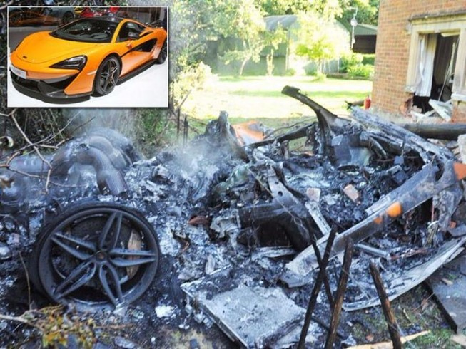 Siêu xe 12 tỉ bốc cháy, tài xế may mắn thoát chết