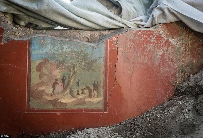 Khai quật được bích họa 2.000 năm tuổi