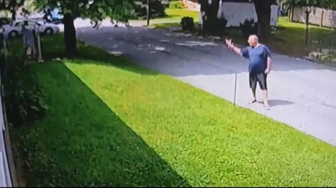 Bị kết tội vì giơ ngón tay hình khẩu súng vào người khác